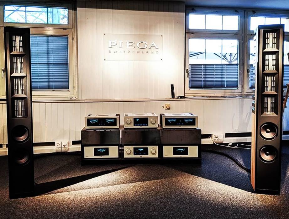 Piega Master Line Source 3 демонстрируются в связке с топовой электроникой Т+А High Voltage